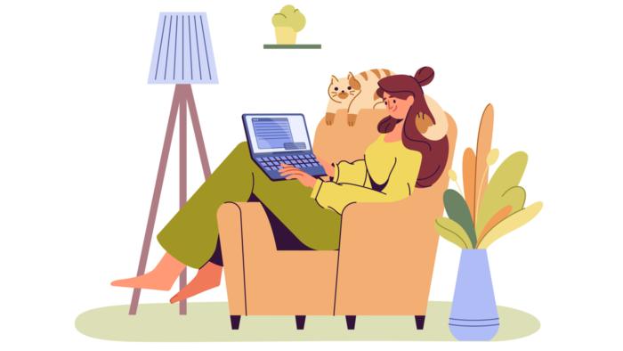 ソファーに座ってパソコンを見ている女性